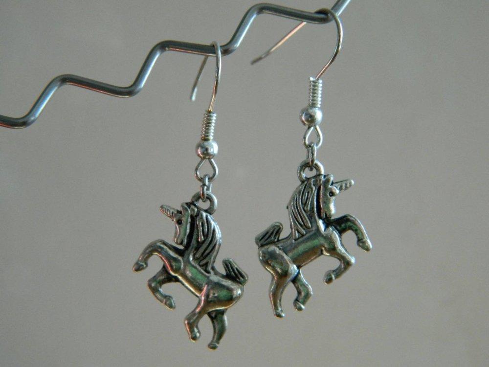 Boucle d'oreille licorne en métal
