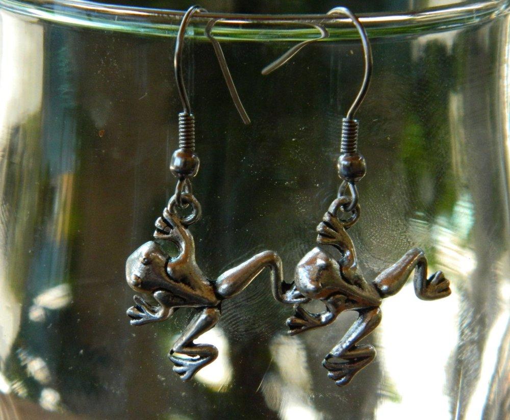 Boucle d'oreille grenouille en métal