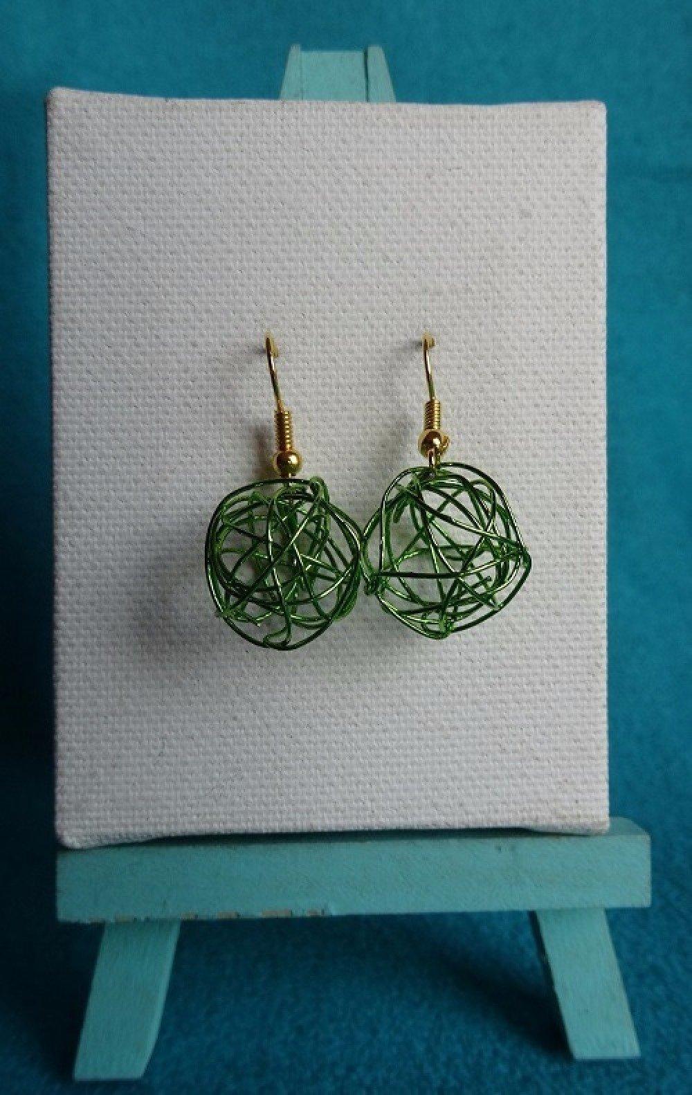 Boucles d'oreilles boule fil aluminium verte