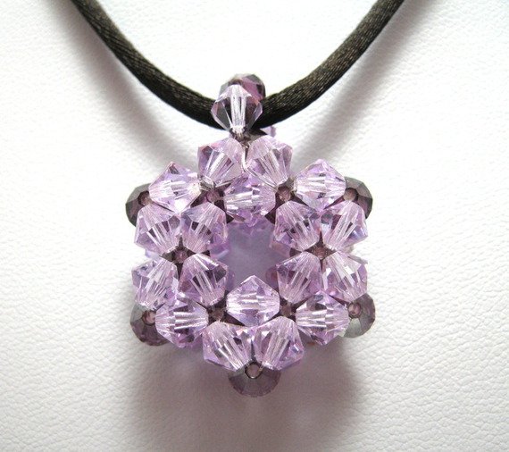 collier sautoir pendentif flocon perles Swarovski violet
