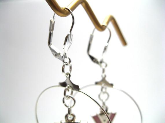 Créoles en perles de rocaille et pendentif chevron