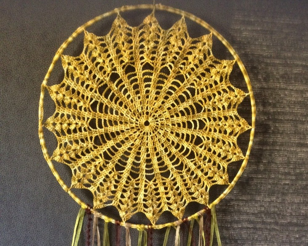 magnifique attrape rêves dreamcatcher jaune kaki coloré et raffiné crochet fait main