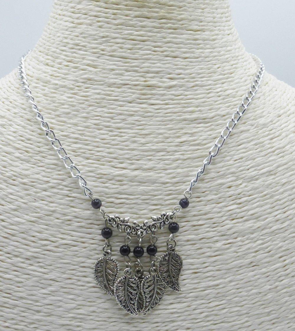 Collier à feuilles noir en perles de verre et métal argenté