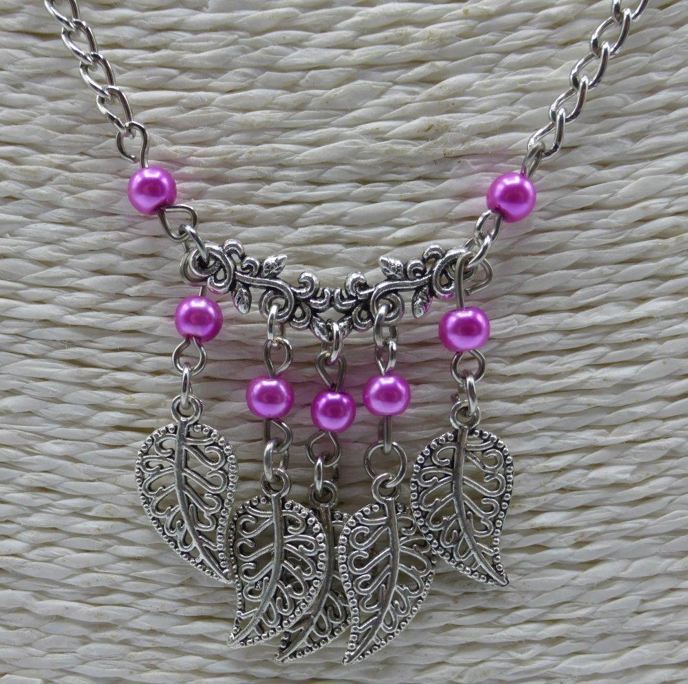 Collier à feuilles rose en perles de verre et métal argenté