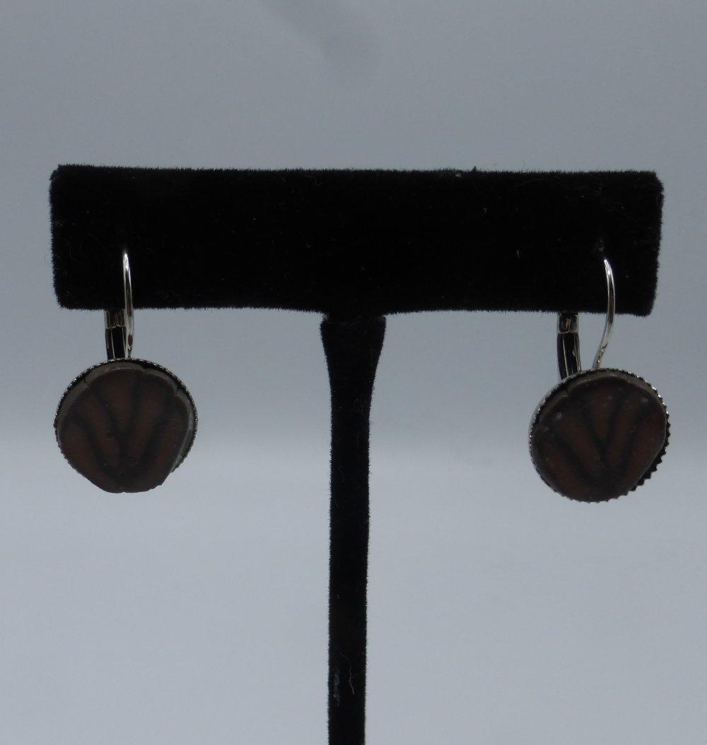 boucles d'oreilles dormeuse marron en argile polymère