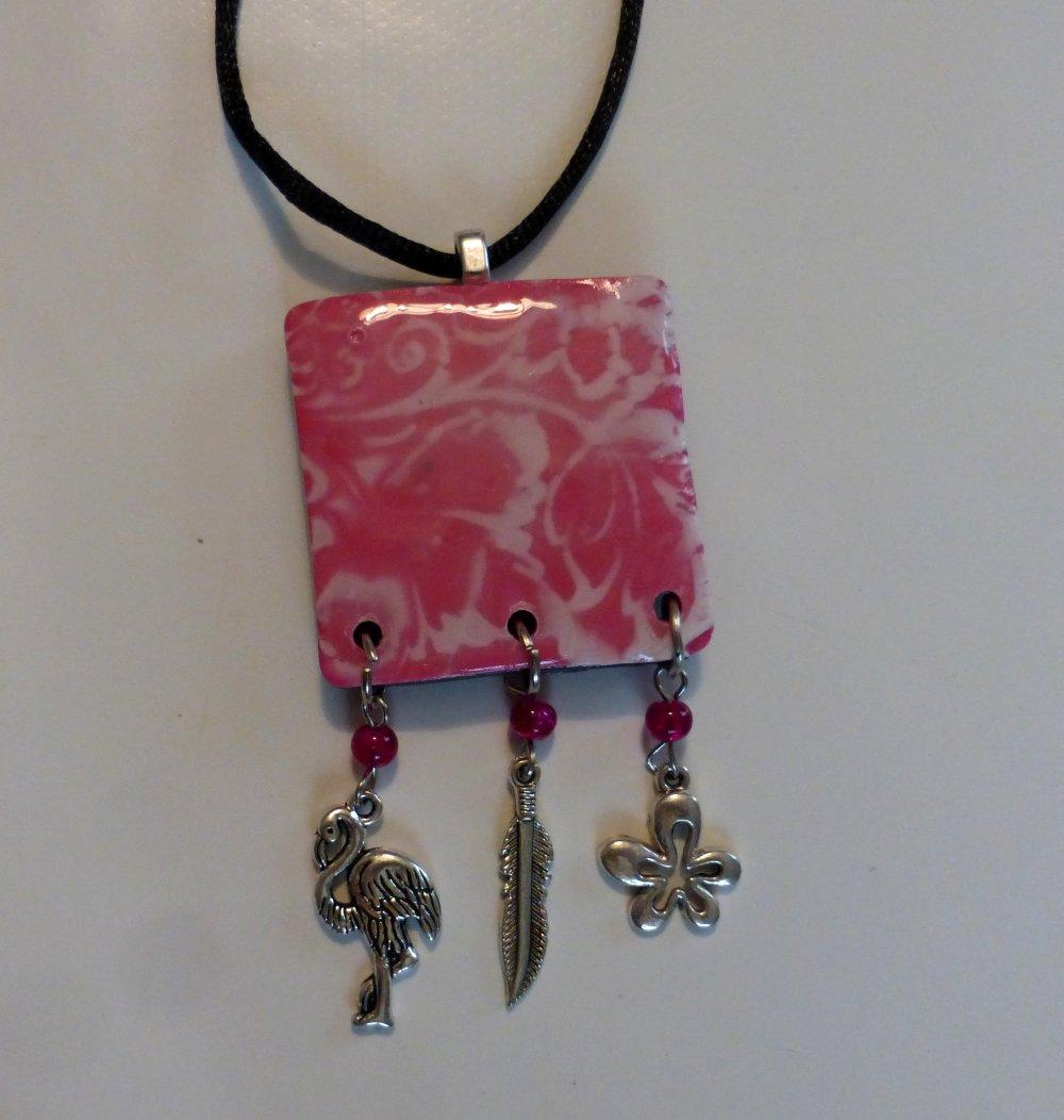 Pendentif rose bohème fleurs flamant rose plume en argile polymère, perles et breloques