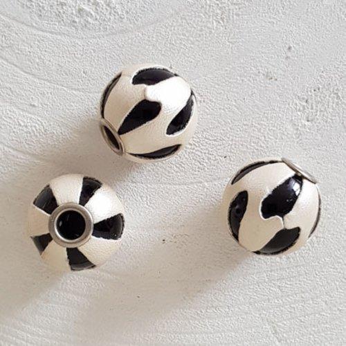 Perle ronde en cuir n°04 blanc nacré