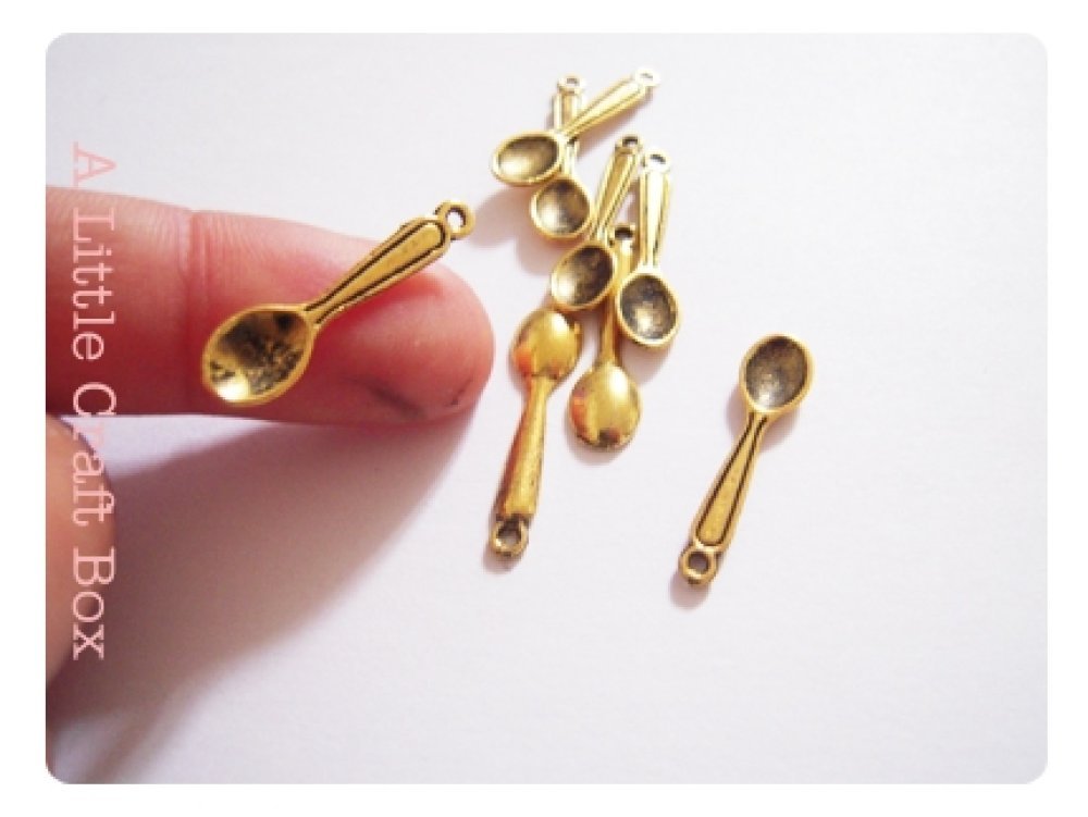 10 breloques petites cuillères coloris  or