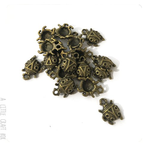 [gros lot] 30 petites  breloques coccinelle   coloris bronze
