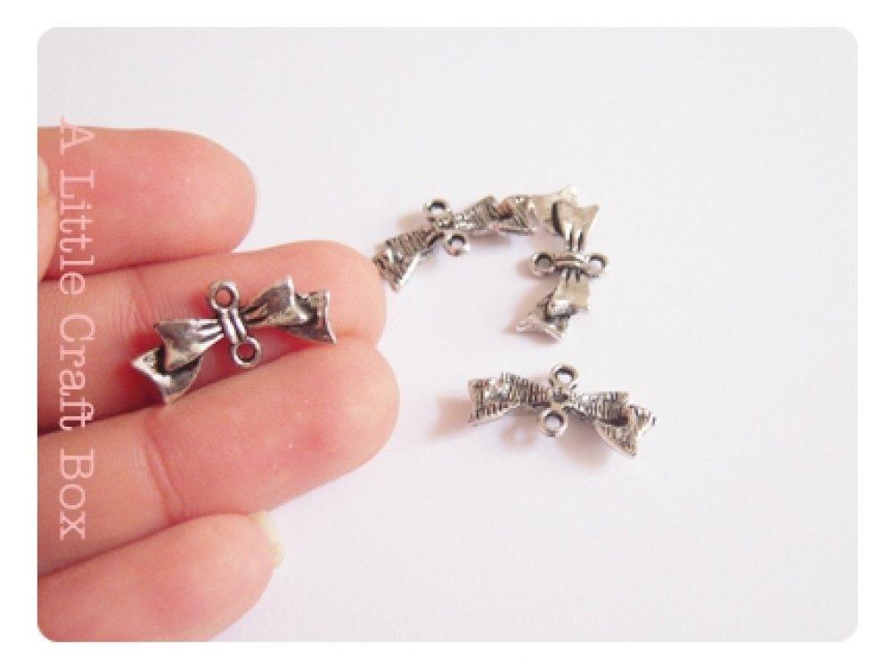 4 breloques noeuds connecteurs coloris argent vielli