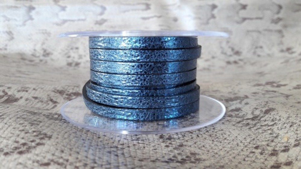 lanière cuir plat 5 mm craquelé bleu métal de grande qualité européenne vendue par 50 cm