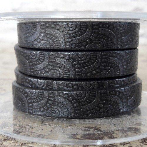 Lanière cuir plat 10 mm imprimé ornement gum/noir de grande qualité européenne vendue au centimètre