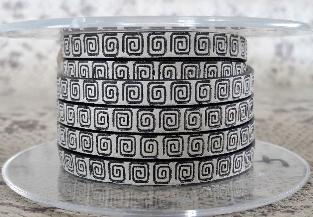 lanière cuir plat 6 mm imprimé hiéroglyphes de grande qualité européenne vendue par 50 centimètres
