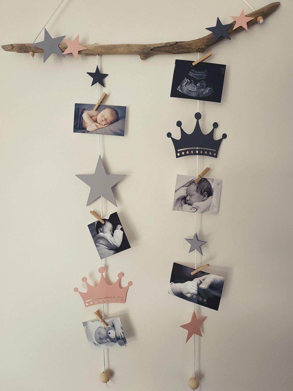 Idée Cadeau Baby Shower pêle mêle, mobile porte photos bois flotté idée cadeau liste naissance  chambre bébé baby shower princesse couronne étoiles