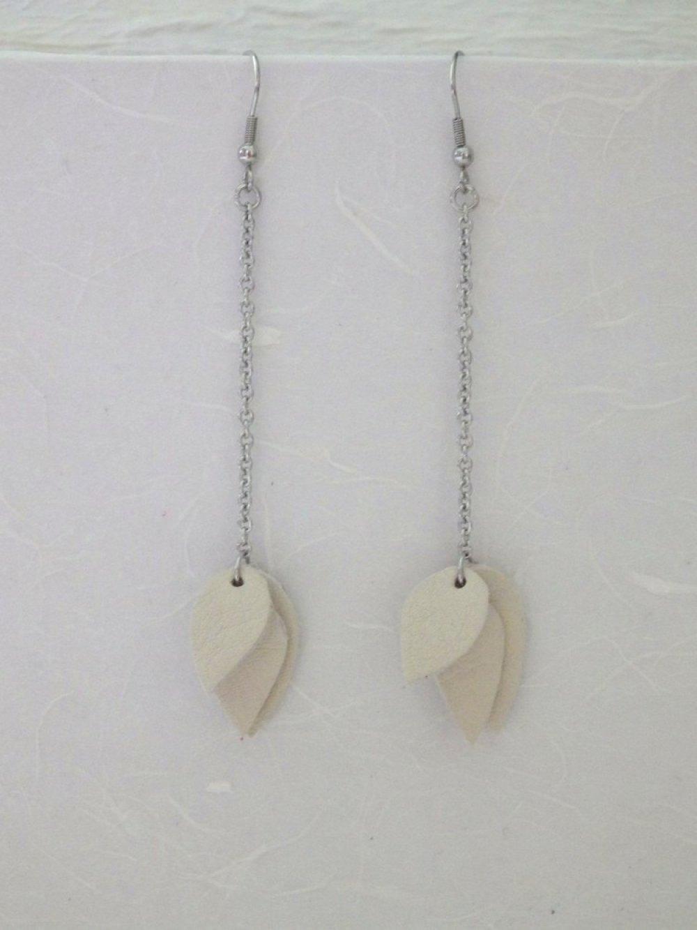 Boucles d'oreilles cuir et inox, ivoire