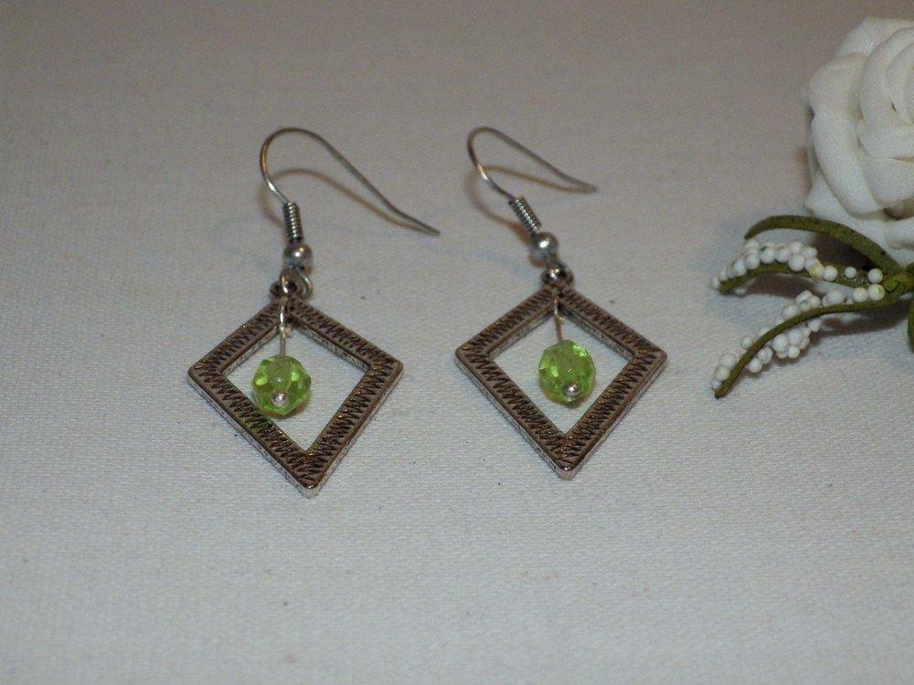 Boucles d'oreilles losange métal et perles verre, anis
