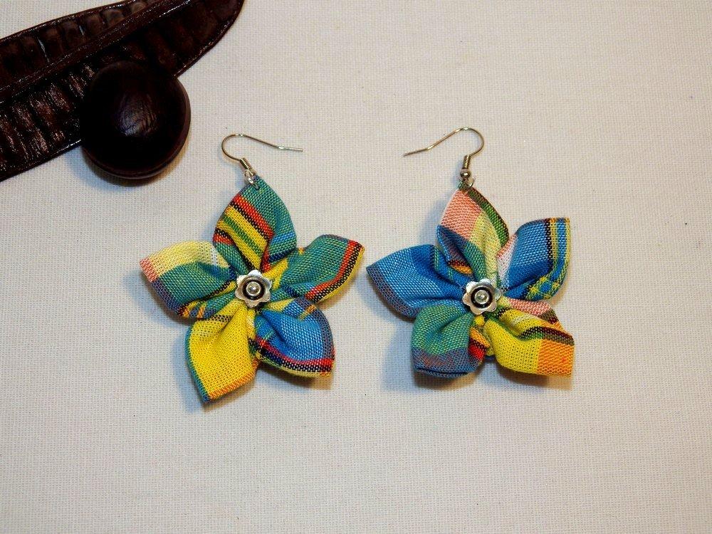 Boucles d'oreilles fleurs en madras, turquoise