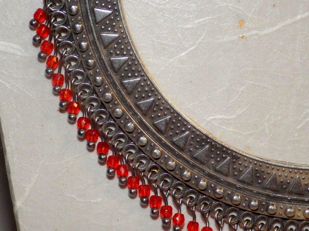 Collier plastron zamak et perles en verre, orange