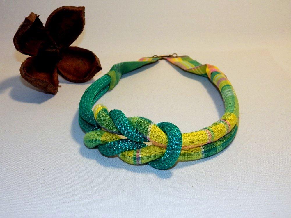 Collier noeud décentré madras et corde, jaune vert