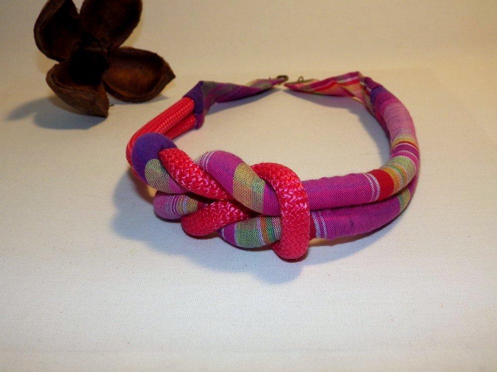 Collier noeud décentré madras et corde, rose