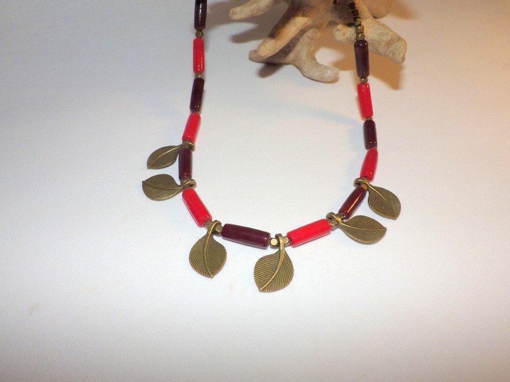 Collier feuilles et tubes en verre rouge