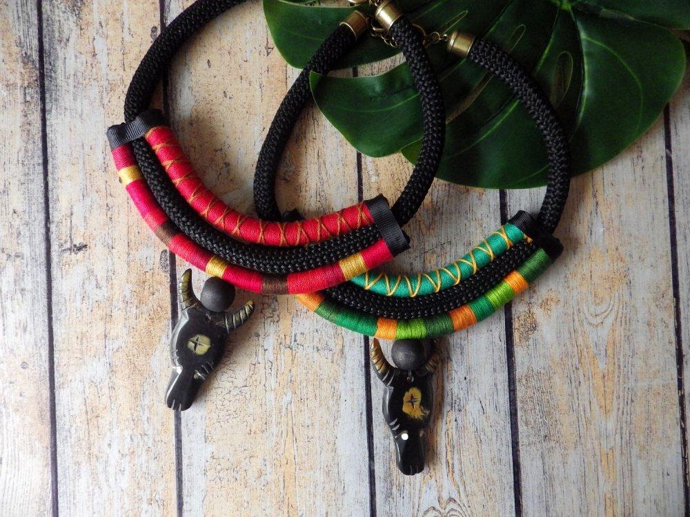 Collier corde et tête de buffle en corne, ethnique - vert
