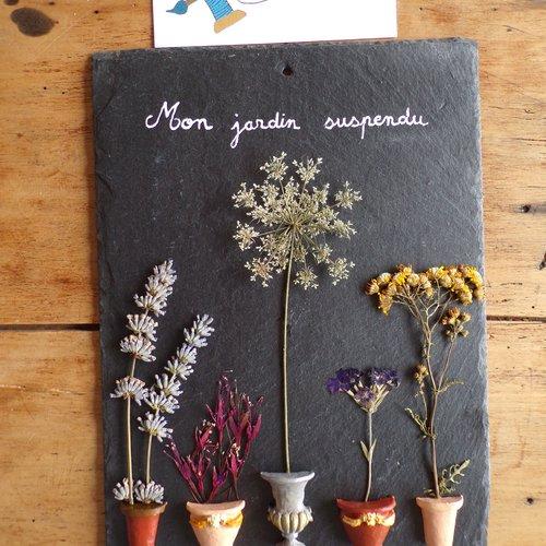 Tableau en ardoise et ses fleurs séchées