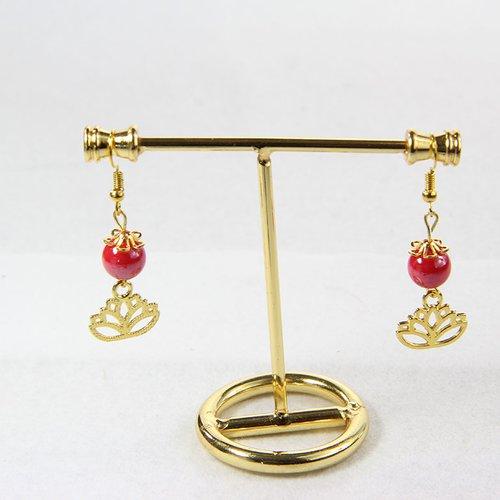 Boucle d'oreille perle rouge et pendentif doré