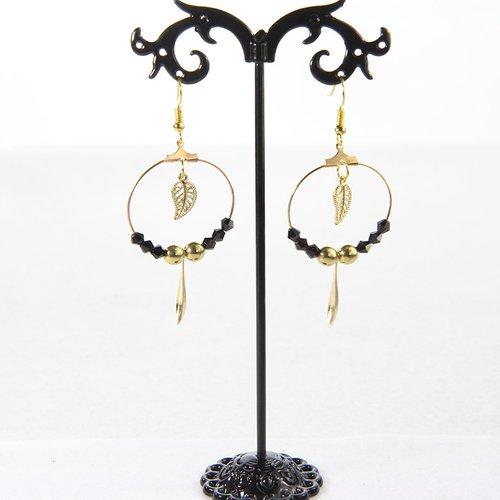 Boucle d'oreille créole dorée perle noire et pendentif goutte et feuille