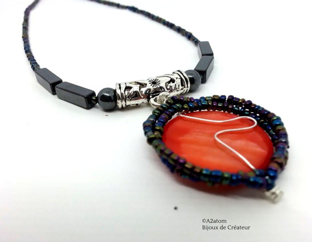 Collier femme pendentif palet coquillage ton corail et Hématites - création unique
