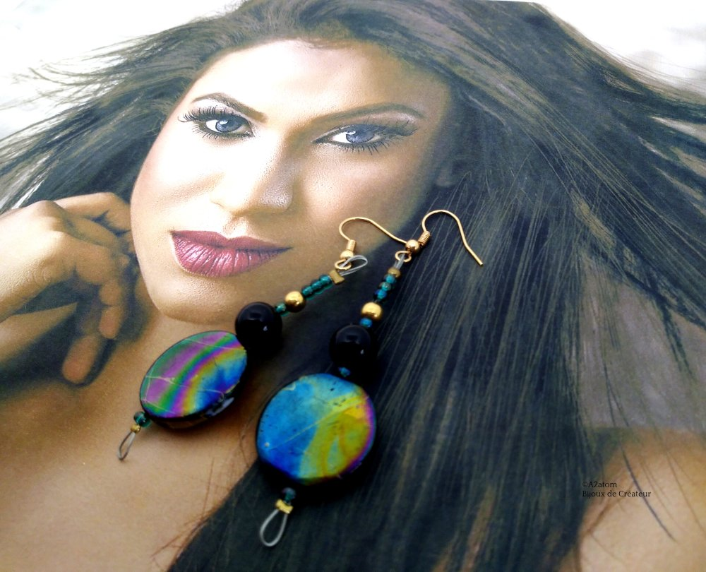 Boucles d'oreilles femme palets naturels ronds finition craquelées aux mille reflets style bohème chic