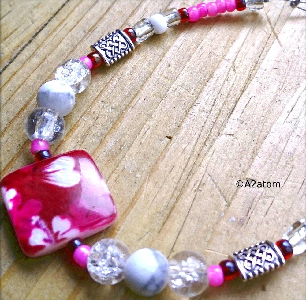 Bracelet fille fuschia palet de nâcre cerise et perles de verre translucide et rose style girly