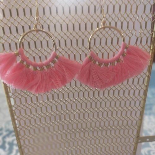 Boucles d'oreilles, rose pâle,pendante, ethnique, vintage, pompon,or, coloré, cadeau, noël, fête des mères,