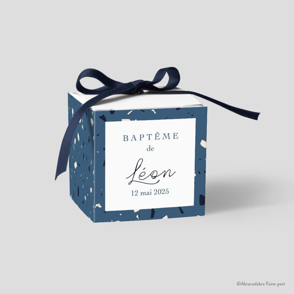 Boîte à dragées garçon, terrazzo bleu et beige, ruban bleu marine - Modèle Léon