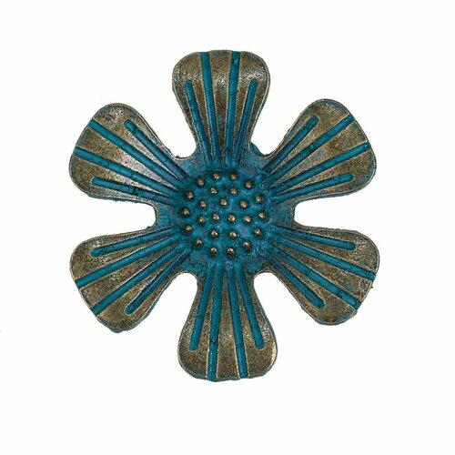 Pendentif fleur en métal patiné oxydé 31mm x 29mm