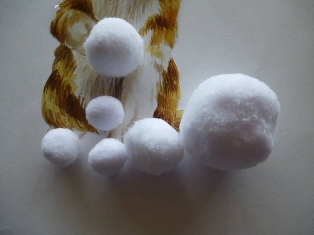 6 pompons tailles variées de couleur blanche pour loisirs créatifs, décoration, décoration et créations bijoux