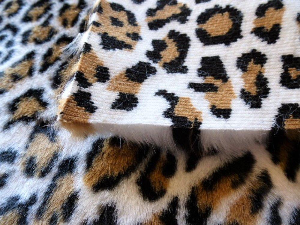 fourrure panthère acrylique coupon 27 x 20 cm épaisseur des poils 10 mm  pour petites créations couture