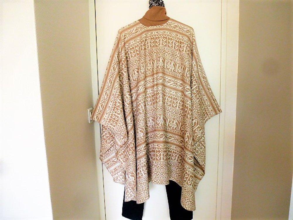 châle en laine Courtelle léger et très chaud forme poncho syle rétro vintage pour femme motif ethnique beige camel et blanc