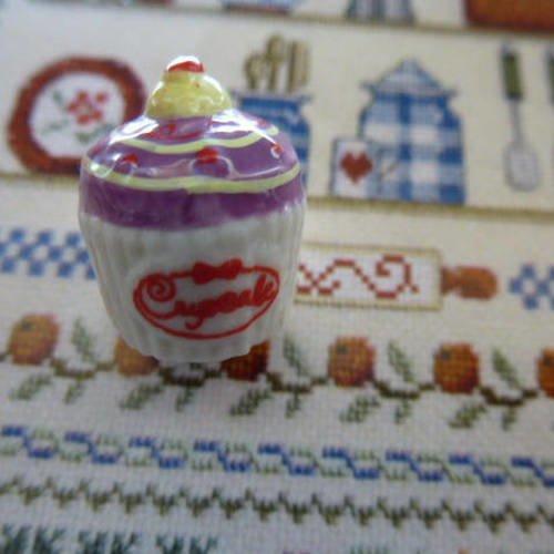 Gateau Cupcake Feve En Porcelaine 17 Mm Miniature Dessert Pour Decoration De Maison De Poupees Ou Pour Collection