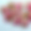 Paire / perles rondes de 13mm en polymère fleurs sur fond nacré