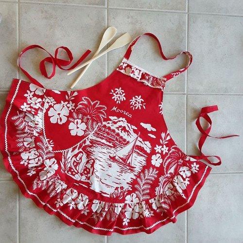 Tablier pour femme rouge et blanc tissu de tahiti fait main en france