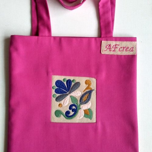 Sac fucfsia avec broderie machine fleur stylisée doublé 1 poche