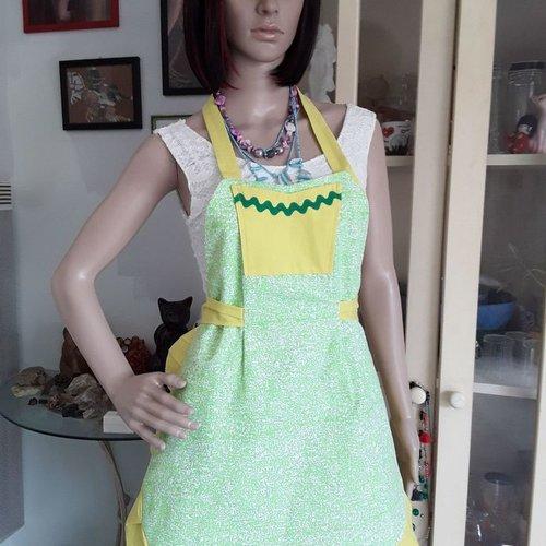 Tablier pour femme coton vert et jaune de forme arrondie avec volant plissé et une poche fait main