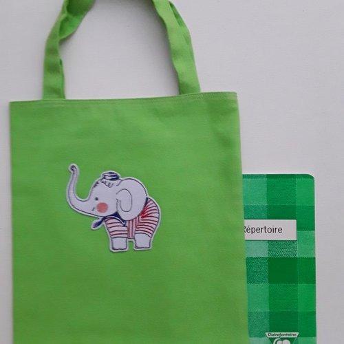 Sac enfant en toile de coton vert avec broderie d'un éléphant