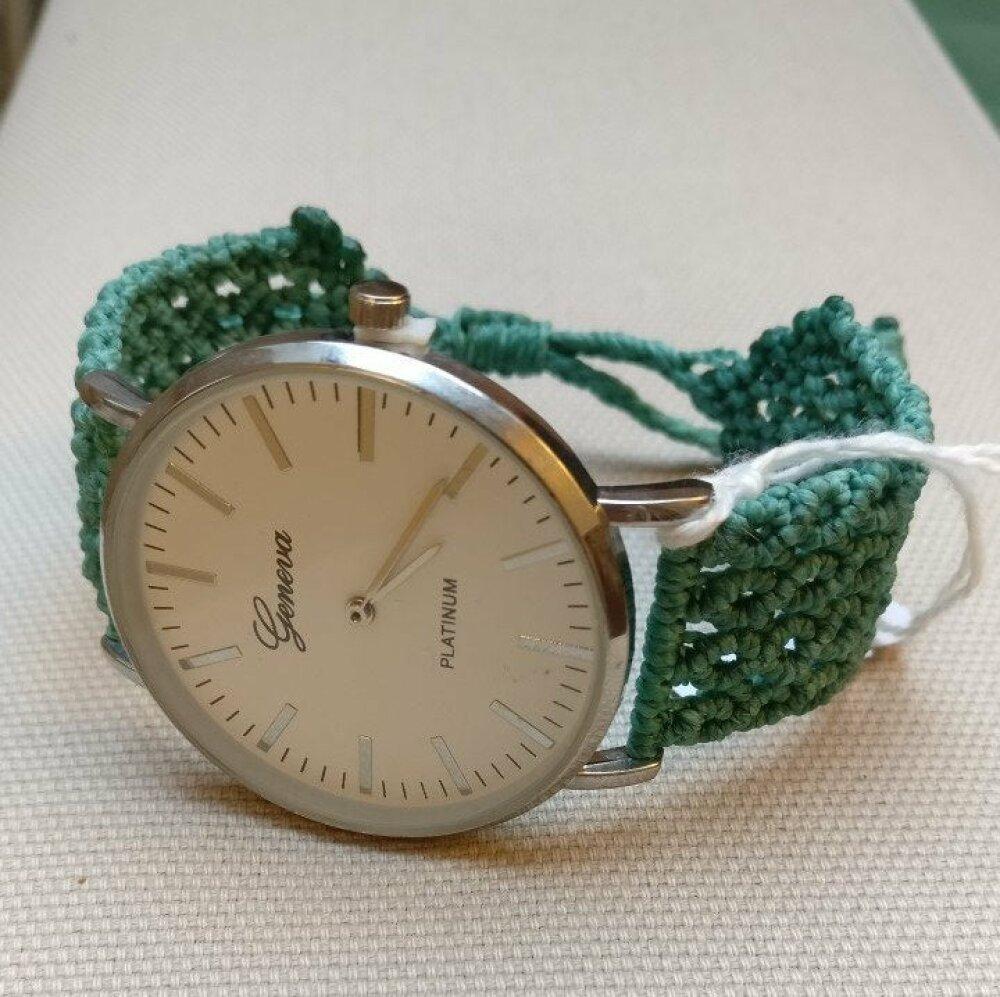 Montre tressée artisanale bracelet ajustable. Autres couleurs et motifs de tressage sur commande Livraison gratuite en France.