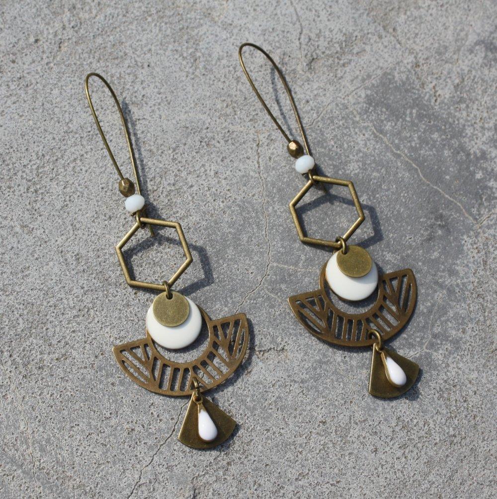 Boucles d'oreilles sequin émaillé blanc dormeuses bronze Antique breloque demi-cercle éventail hexagone ethnique
