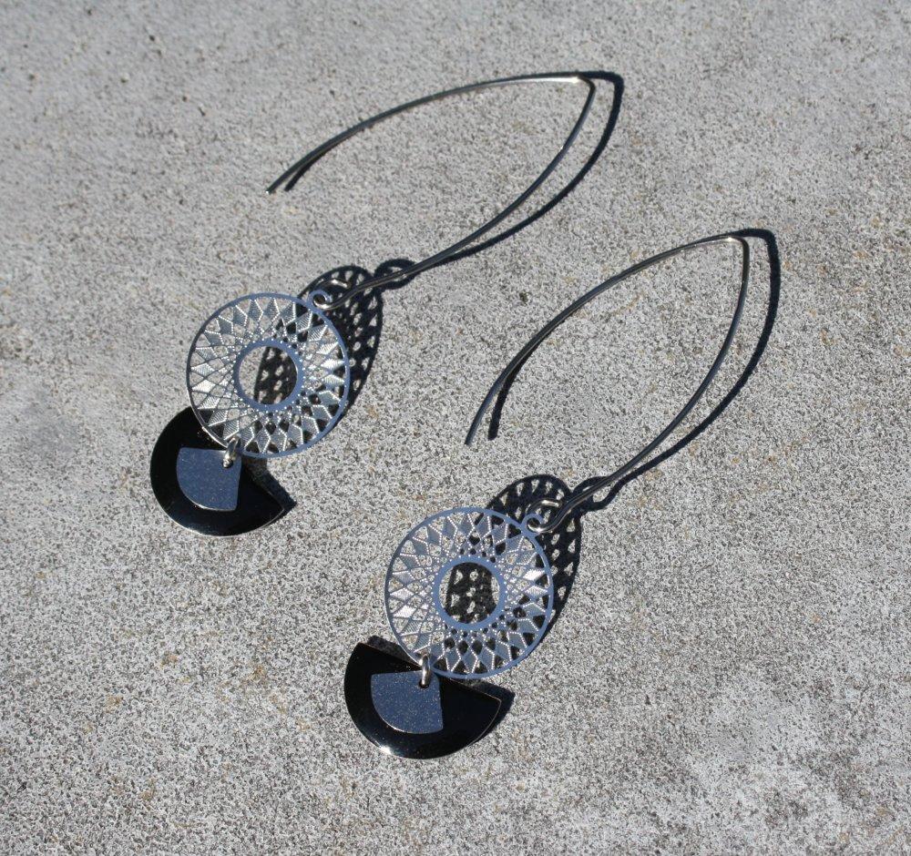 Boucles d'oreilles noir argentées antique sequins émaillés breloques éventail estampe ronde style minimaliste