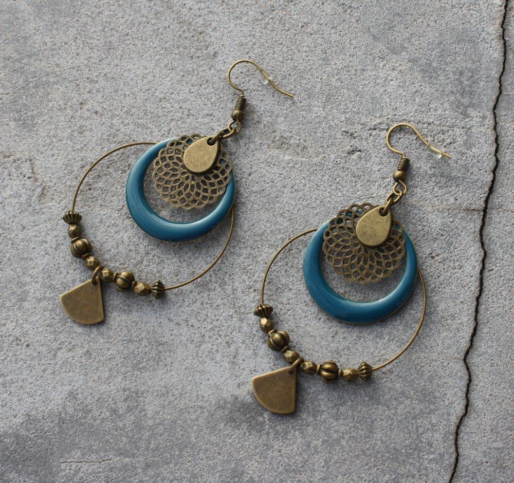 Boucles d'oreilles bleu canard créoles bronze antique sequin émaillé breloque éventail goutte estampe bohème ethnique