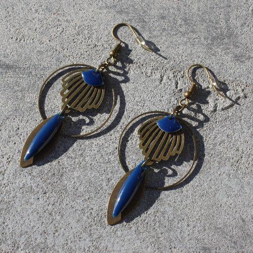 Boucles d'oreilles bleu, bronze antique, sequin émaillé, breloque estampe, éventail, plume ethnique, bijou femme fait main
