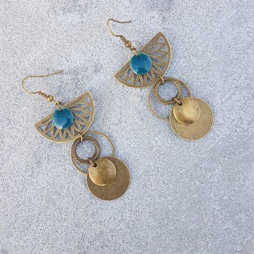 Boucles d'oreilles bleu pétrole et laiton bronze antique - sequin émaillé - breloque demi-cercle pour femme